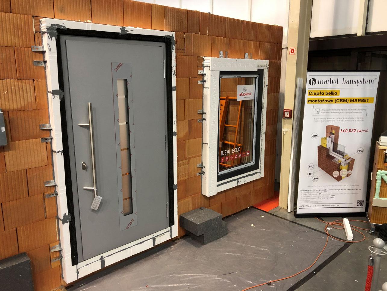 Okno i drzwi zewnętrzne zamontowane z wykorzystaniem Ciepłej Belki Montażowej.