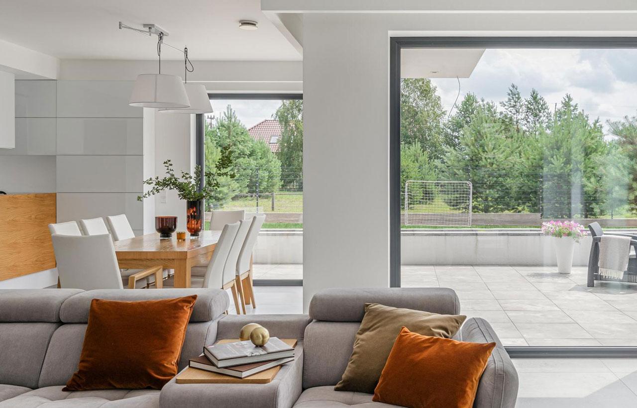Okna panoramiczne w salonie - fot. Vetrex