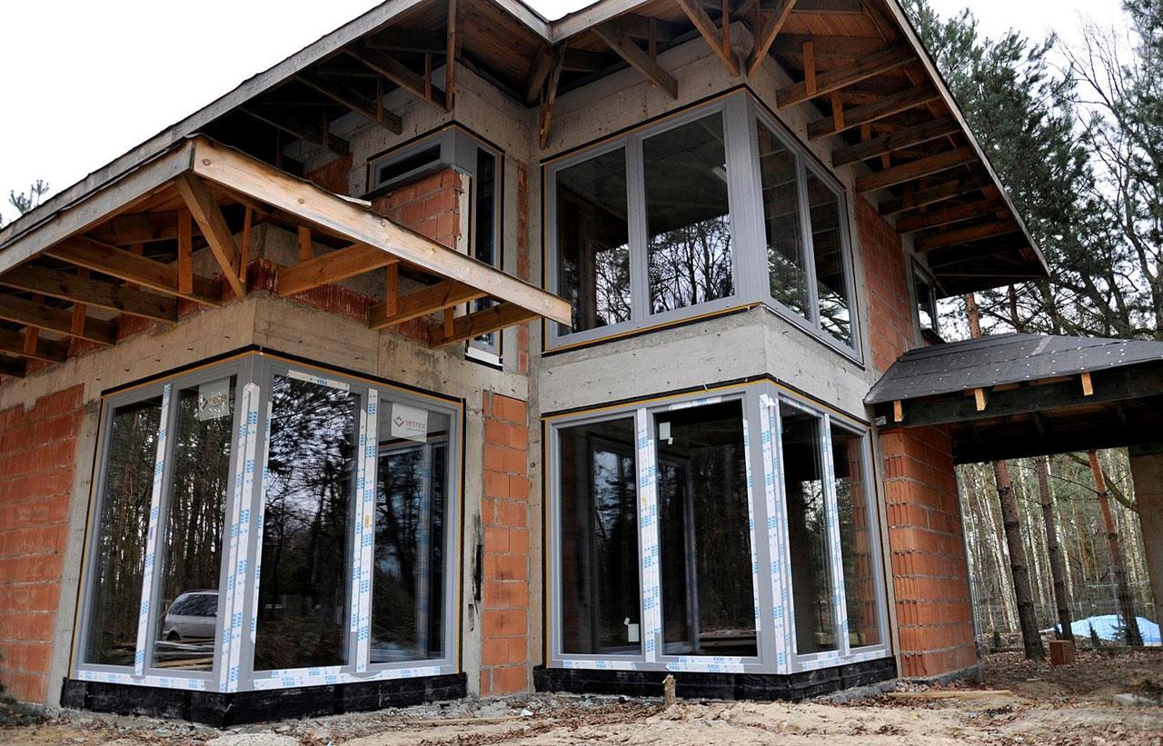 Prawidłowy, ciepły montaż okien i drzwi balkonowych - fot. Vetrex