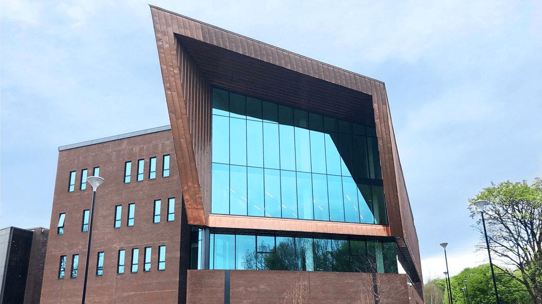 Glucksman Library przy University of Limerick wyposażona w automatykę okienną D+H