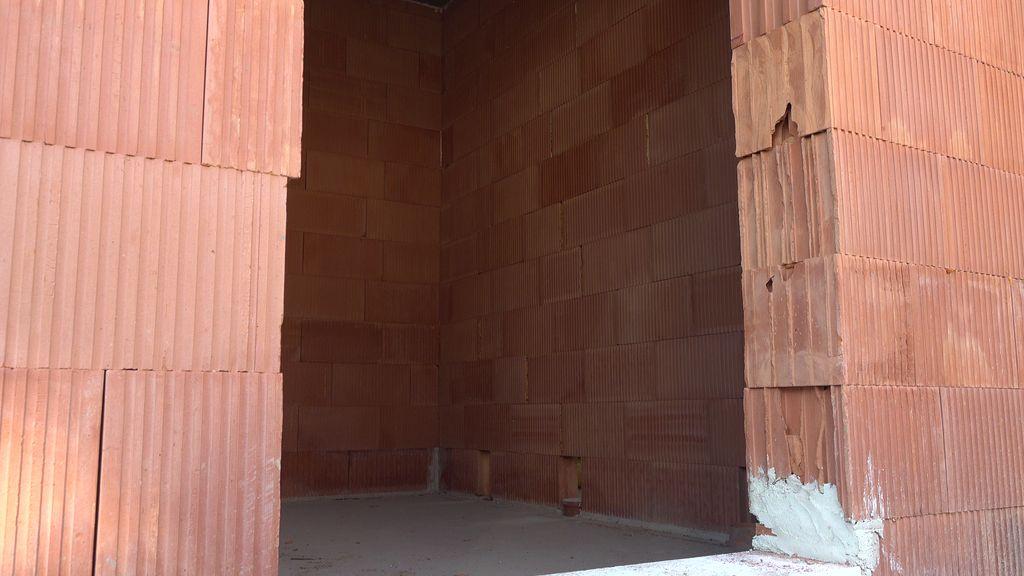 Prawidłowy montaż okien w murze z porothermu wymaga przygotowania otworu