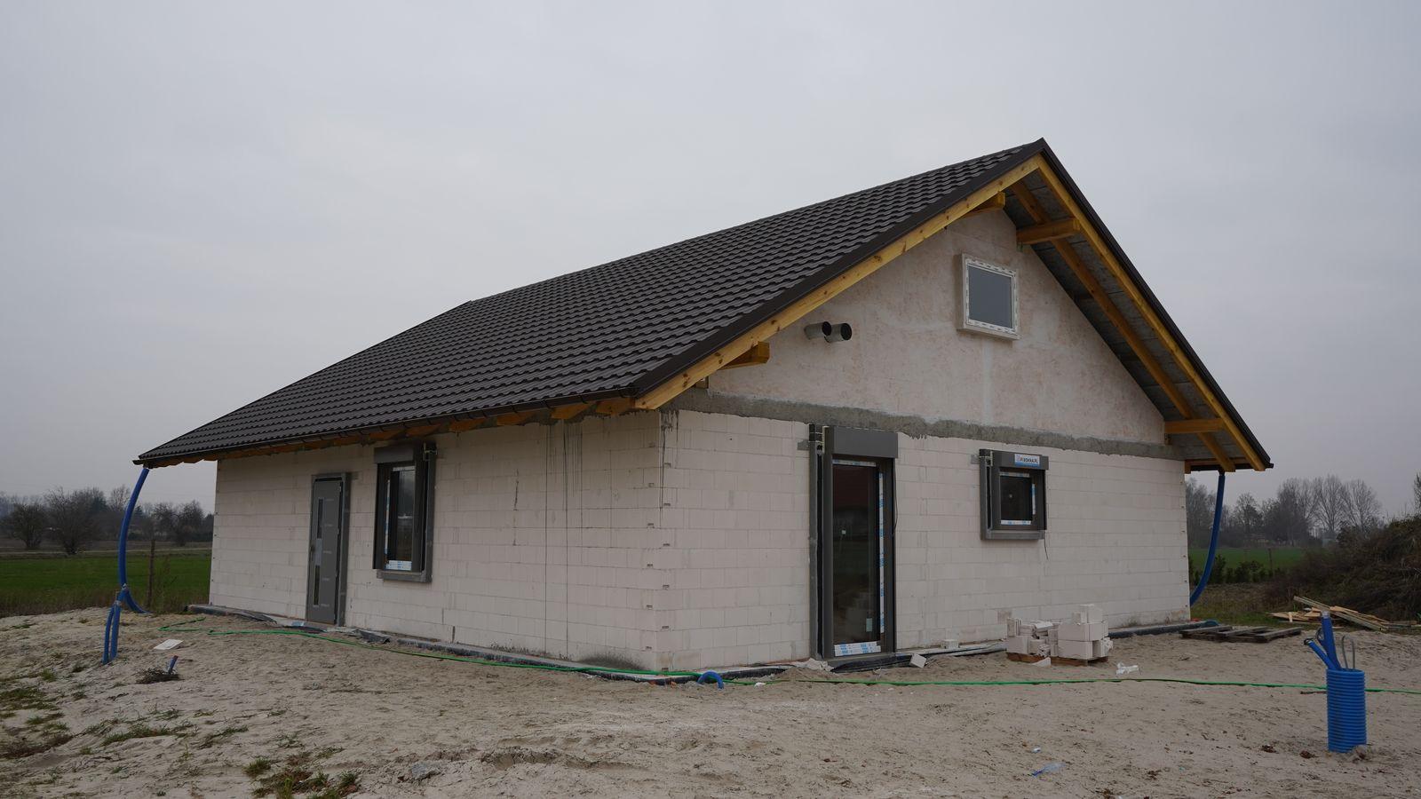 Dom pasywny w Czerniejewie wznoszony według koncepcji Macieja Sempińskiego.