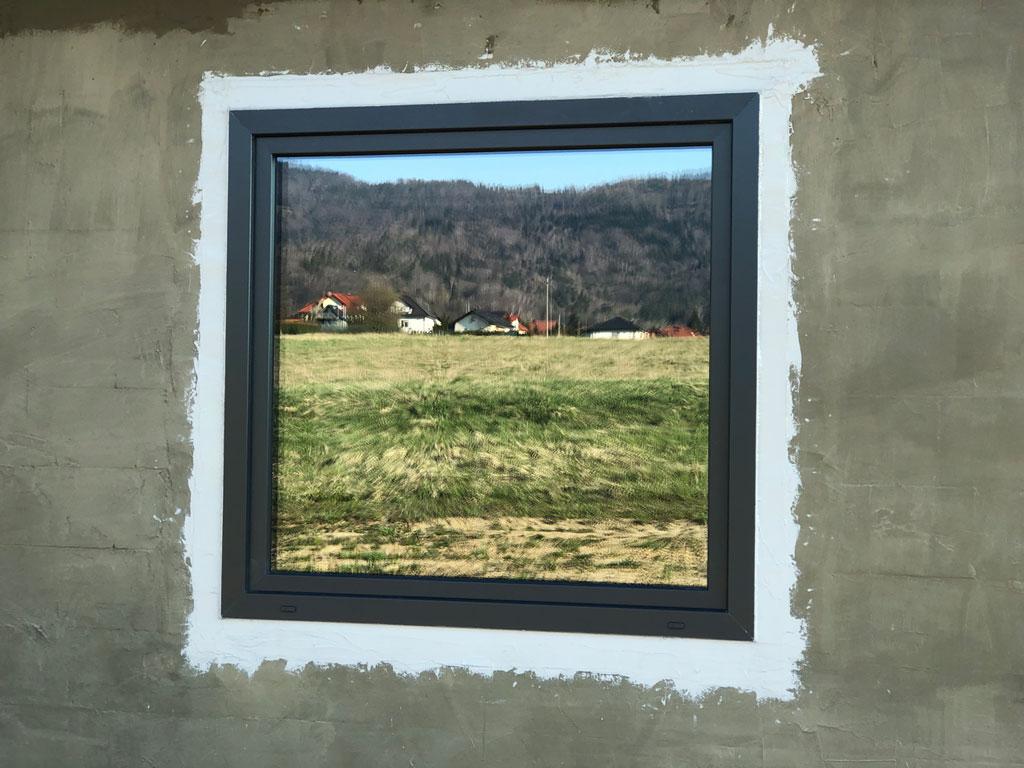 Prawidłowo zamontowane i uszczelnione energooszczędne okno TEAM BALANCE MD