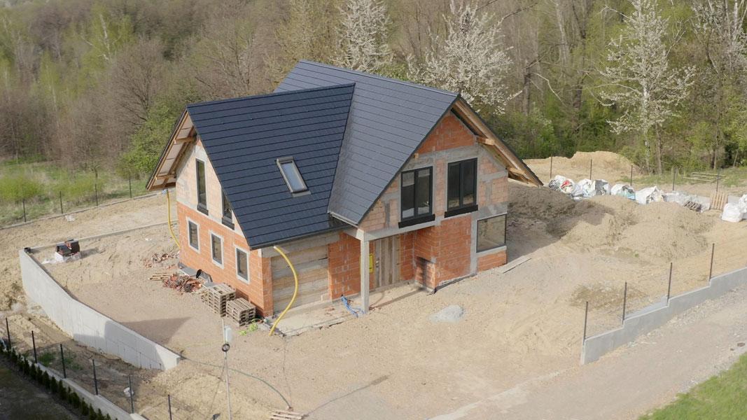 Efekt finalny - dom z prawidłowo zamontowaną stolarką okienną