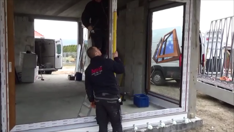 Mocowanie elementu wspornikowego progu drzwi balkonowych HST do uchwytów podpory