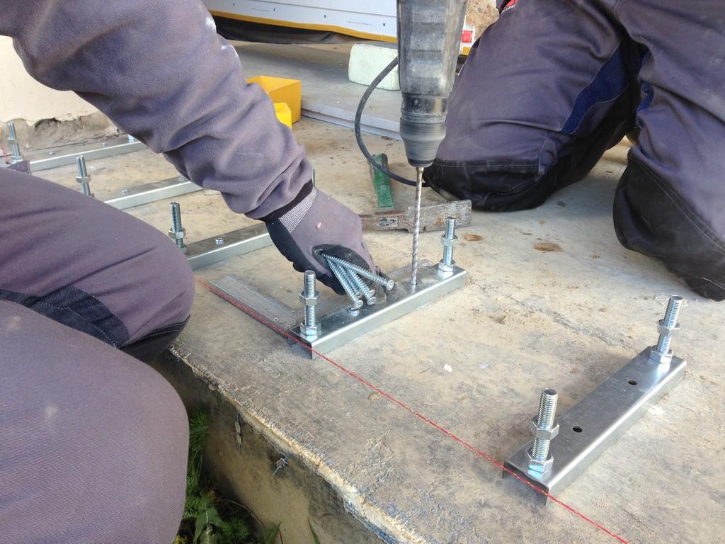 Mocowanie do płyty fundamentowej podpór stalowych