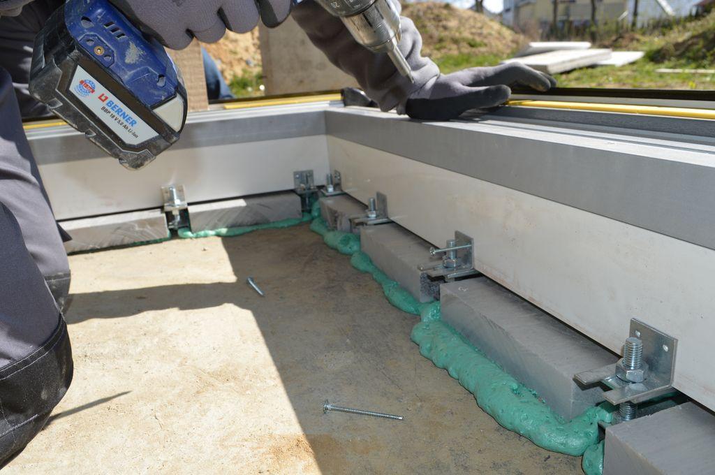 Mocowanie mechaniczne części progowej drzwi przesuwnych AdamS HST Passiv Corner View