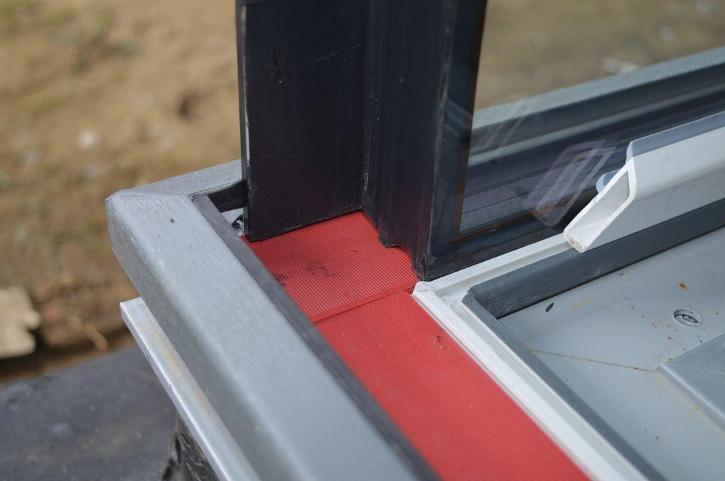 Nieprzezierna krawędź hartowanej szyby zespolonej. Łączenie szyb na step.