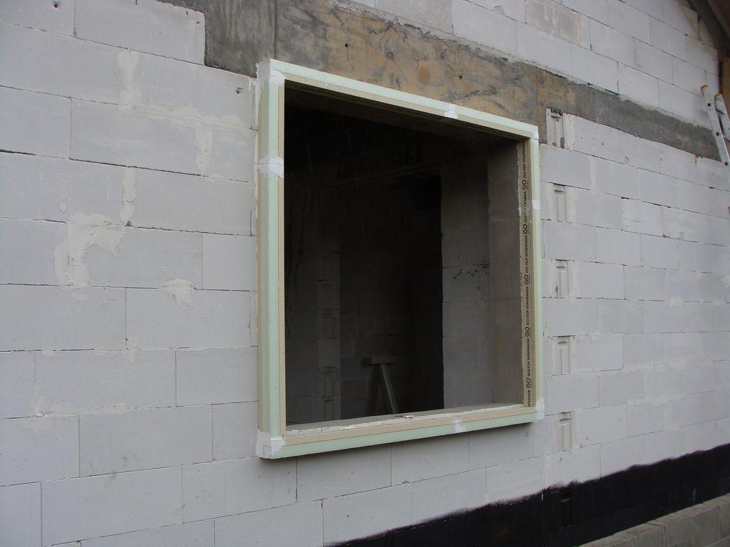 Rama nośna ISO-TOP WINFRAMER zainstalowana na powierzchni muru konstrukcyjnego