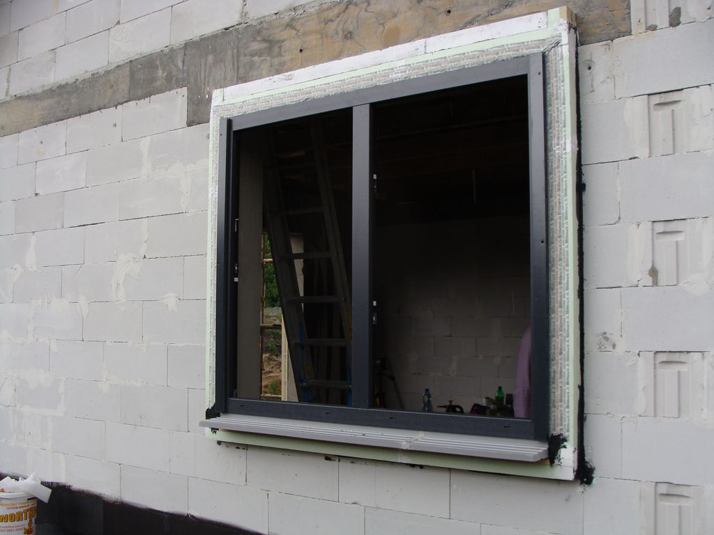 Ościeżnica okna Passiv-line Plus zainstalowana w ramie nośnej ISO-TOP WINFRAMER