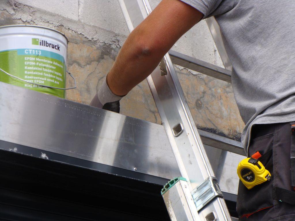Przygotowanie powierzchni ściany konstrukcyjnej do mocowania folii EPDM