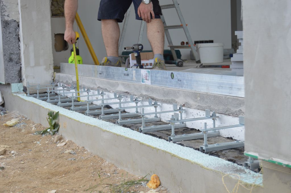 Konsole nośne firmy AMAR do montażu drzwi balkonowych HST