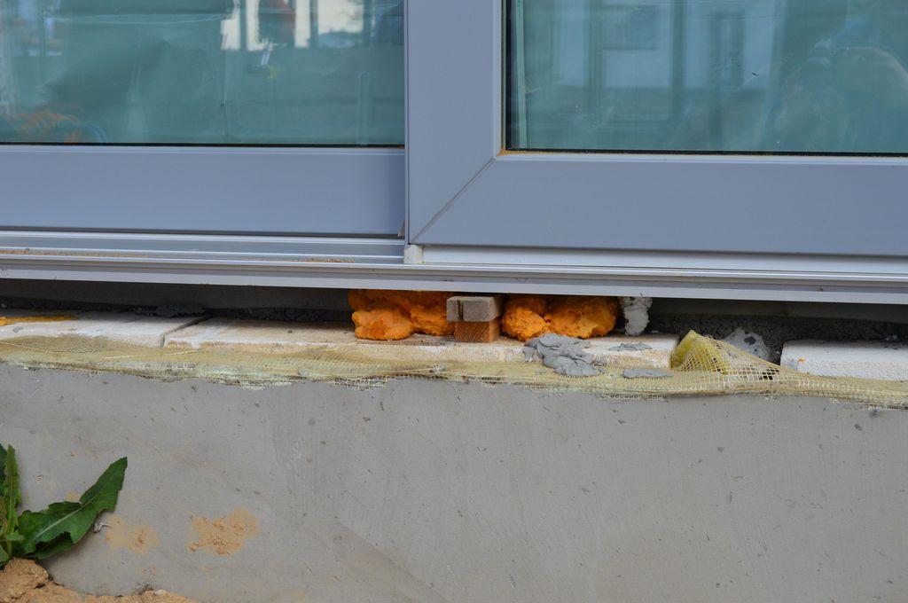 Wadliwie wykonane podparcie progu drzwi balkonowych HST