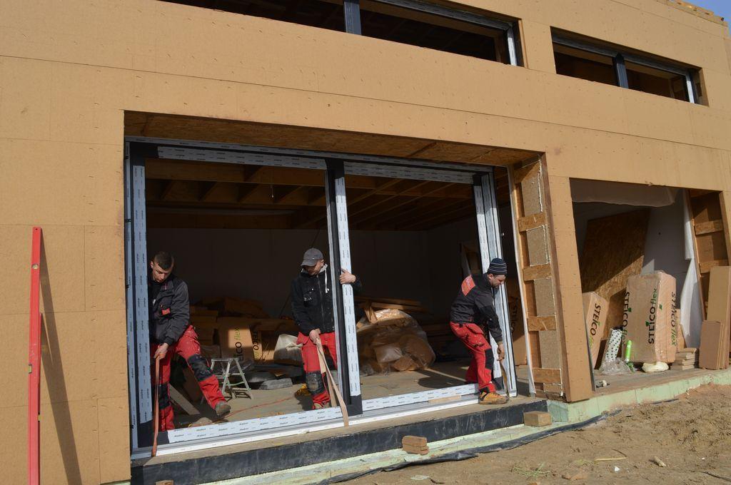 Instalacja ościeżnicy drzwi balkonowych HST Passiv 85 w ościeży