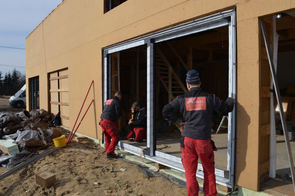 Pozycjonowanie ościeżnicy drzwi balkonowych HST Passiv 85 w ościeży
