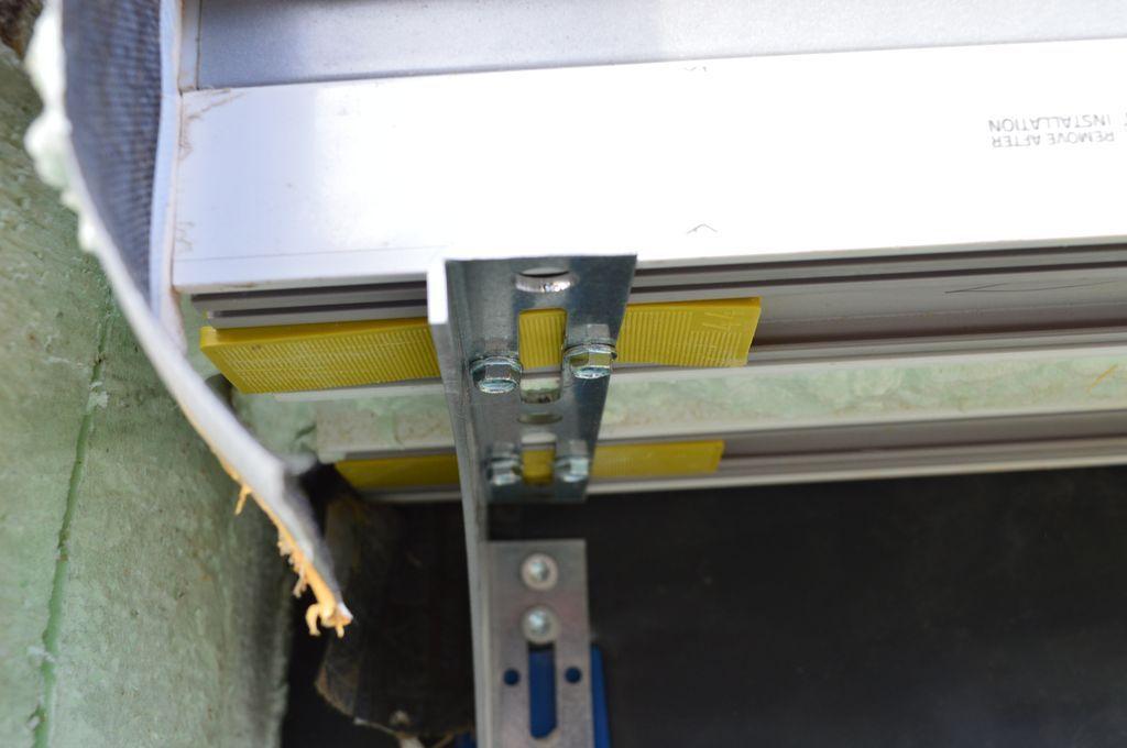 Sposób mechanicznego połączenia konsoli Knelsen SLW z systemowym poszerzeniem