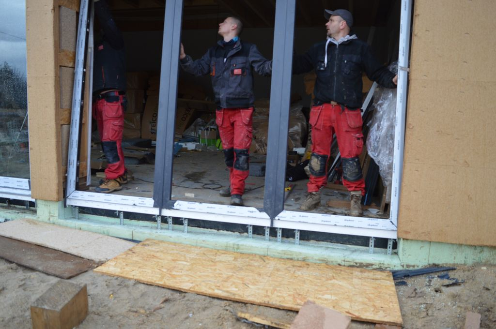 Instalacja w ościeżu zestawu okien o różnej funkcjonalności