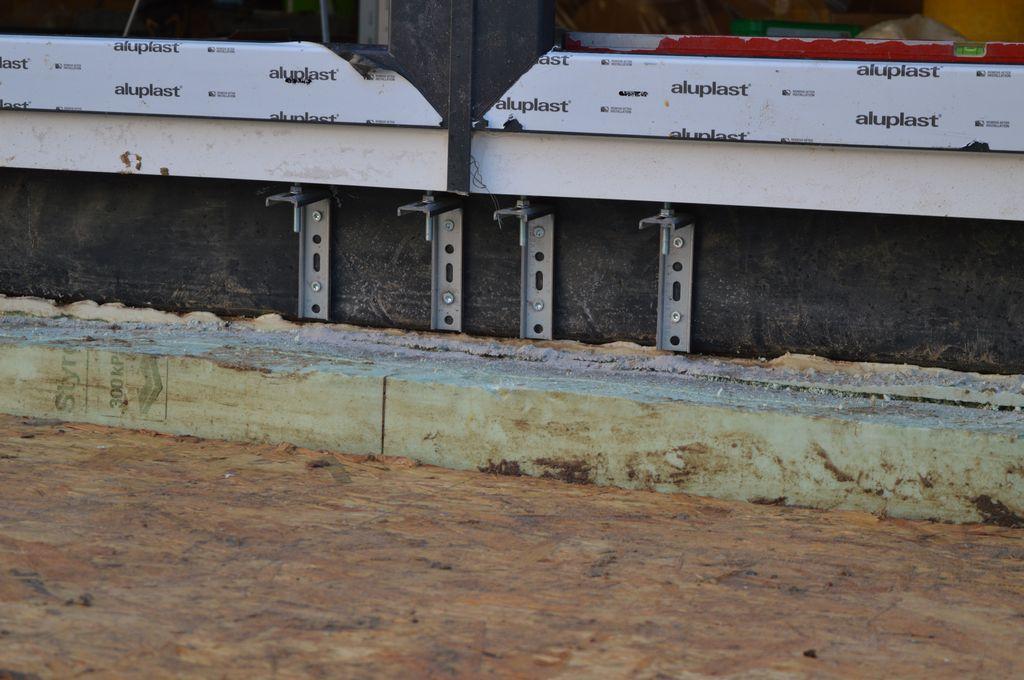 Podparcie stojaków ościeżnic okien Passiv-Line Ultra