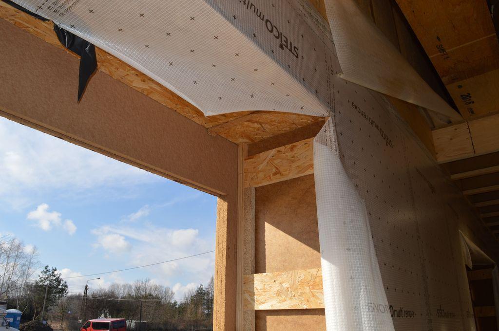 Budynek szkieletowy drewniany, element nadproża ościeża nieprzygotowany do montażu