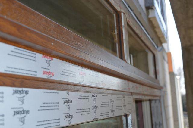 Połączenie nadświetla z konstrukcją drzwi balkonowych HS Passivline Premium przy użyciu łącznika statycznego