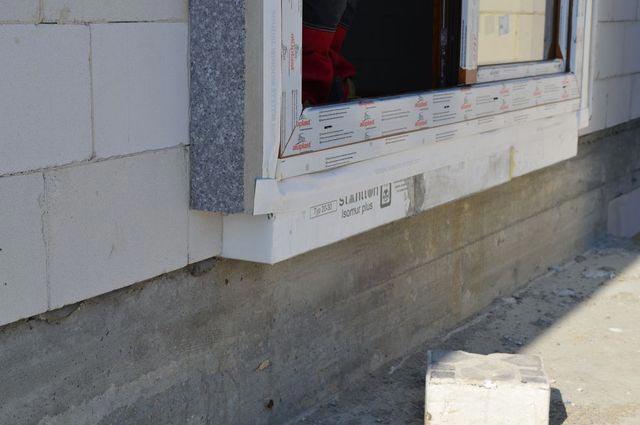 Sposób podparcia dwudzielnych drzwi balkonowych z ruchomym słupkiem widok od strony zewnętrznej