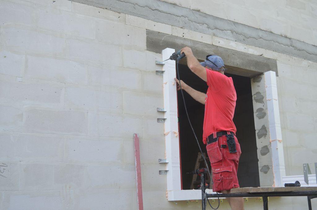 2. Montaż ramy nośnej w systemie montażu okien w warstwie ocieplenia CBM.
