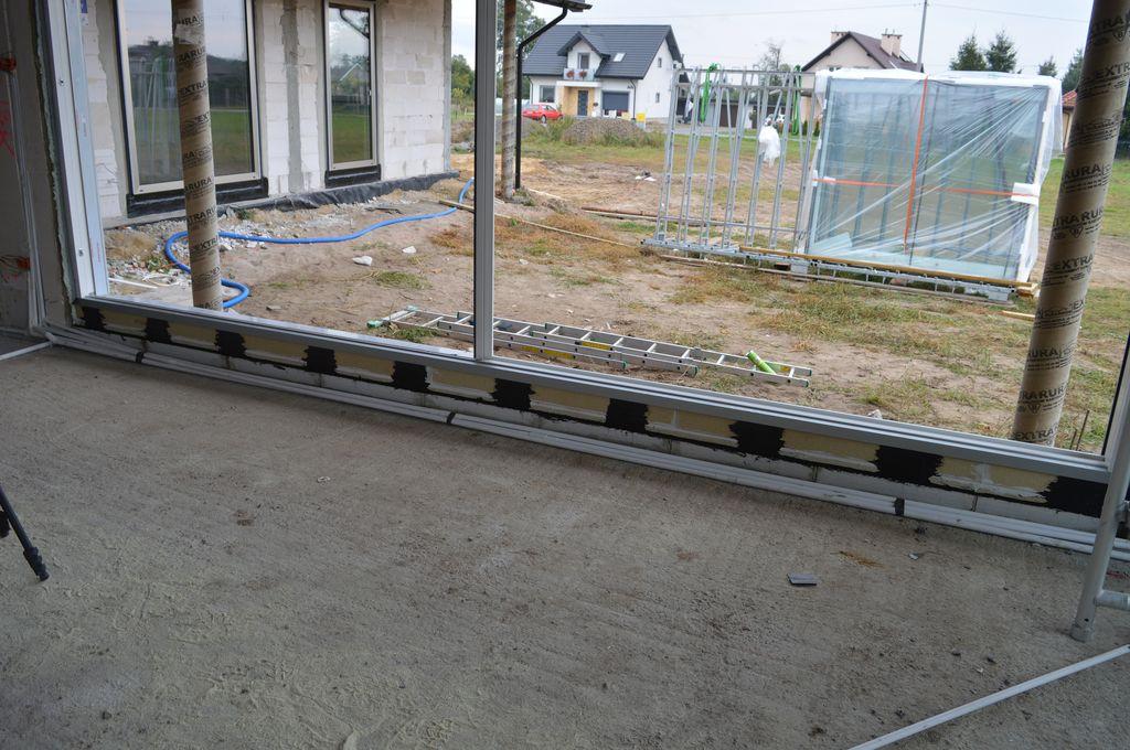 Ościeżnica drzwi tarasowych HST zamontowana na trójwarstwowej podwalinie podprogowej