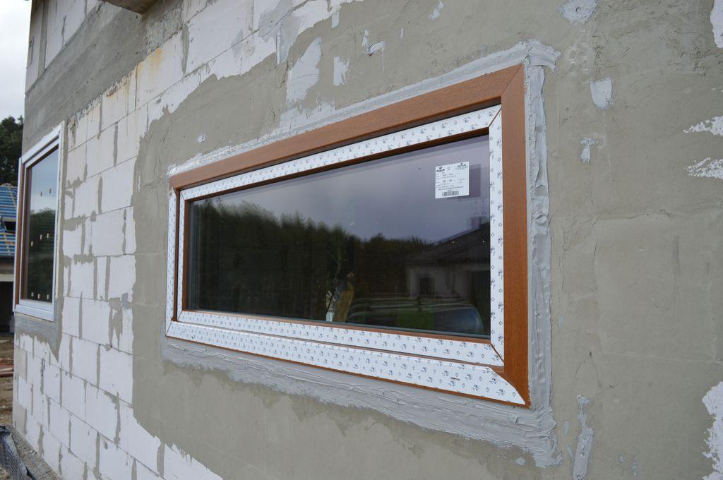 Okno z uszczelnieniem zewnętrznym wykonanym przy użyciu powłoki SOUDATIGHT HYBRID