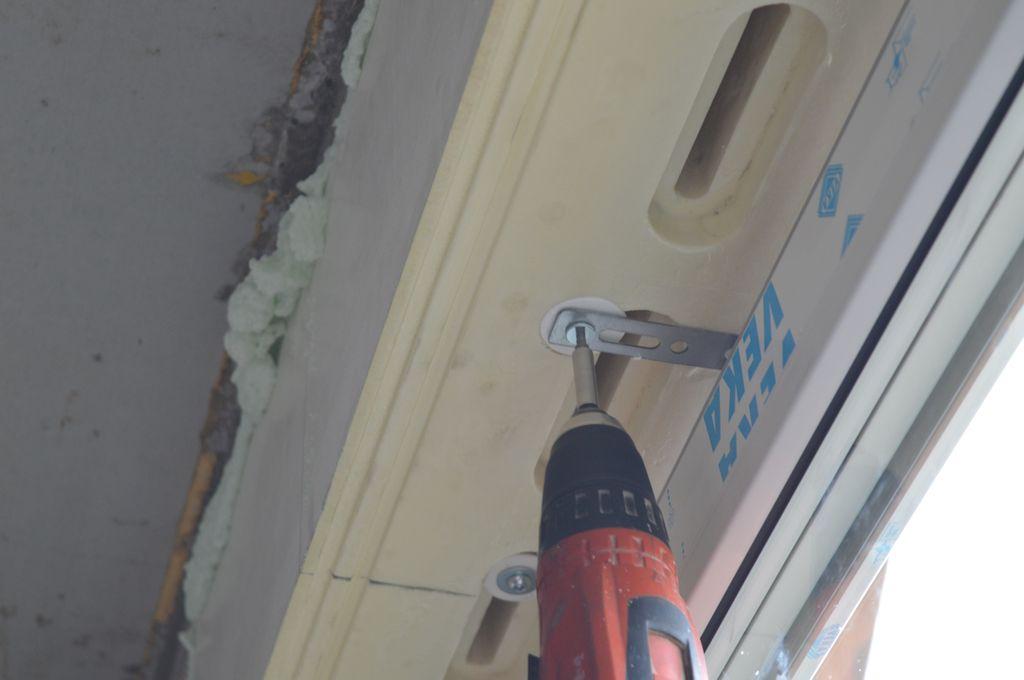 10. Mocowanie stalowej kotwy montażowej do rdzenia Termo-BELKI za pośrednictwem łącznika mechanicznego systemu EMO-STROPEX