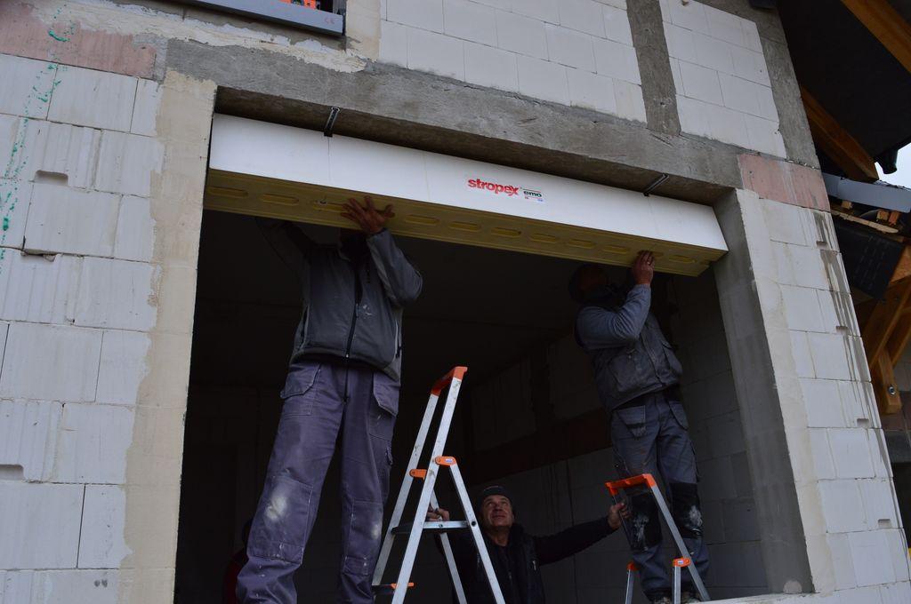 4. Mocowanie Termo-BELKI systemu EMO-STROPEX do betonowego nadproża ościeża okna