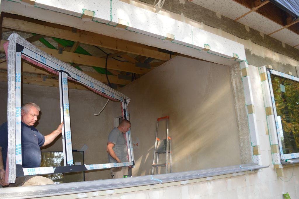 17. Osadzenie ramy ościeżnicy konstrukcji okiennej w ramie nośnej