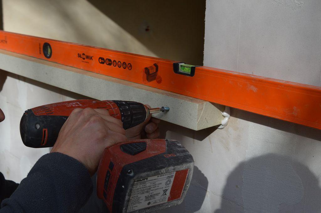 8. Mocowanie mechaniczne belek purenitowych do ściany konstrukcyjnej budynku
