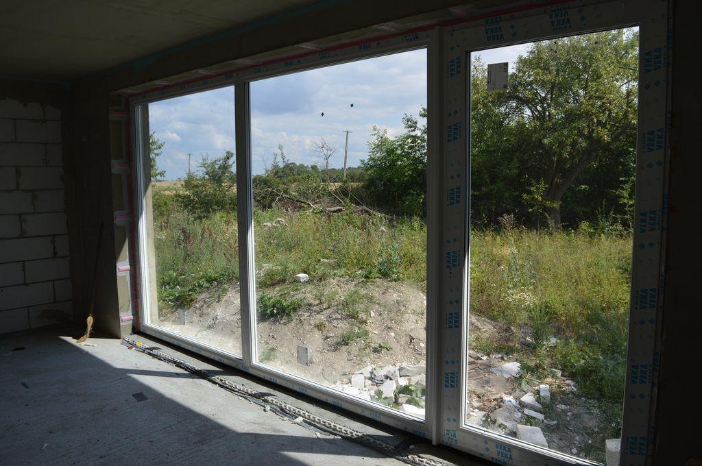 Zestaw oszkleń stałych i drzwi balkonowych Vetrex V90+ o wymiarze całkowitym 4960 mm x 2440 mm