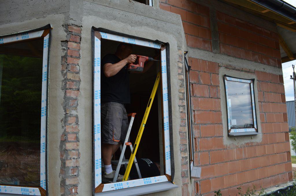 Mocowanie mechaniczne okna do muru ościeża
