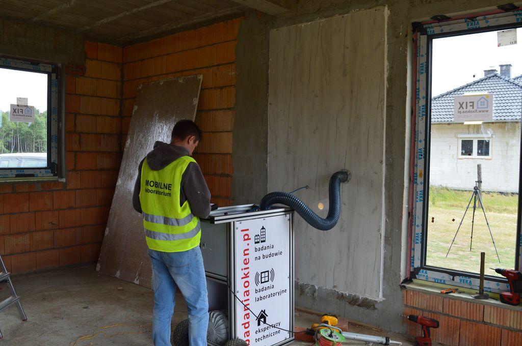 Badanie szczelności montażu okna