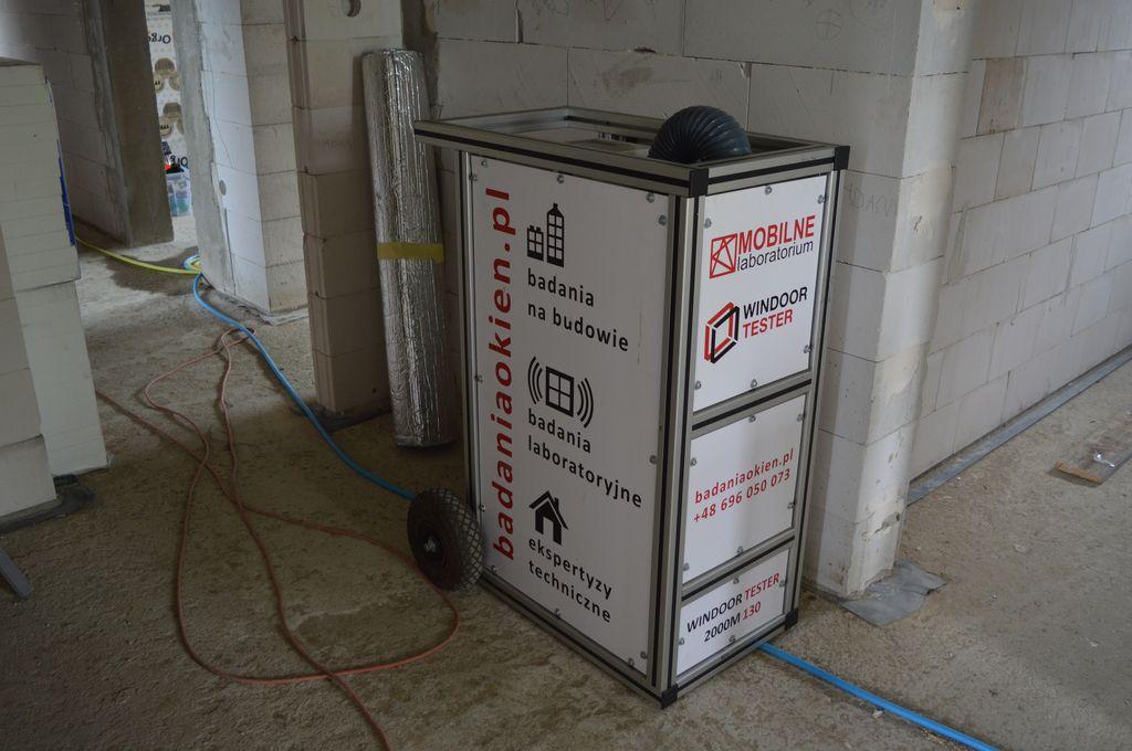 Mobilne Laboratorium Techniki Budowlanej urządzenie do badania szczelności i wodoszczelności połączeń na placu budowy Windoor Tester