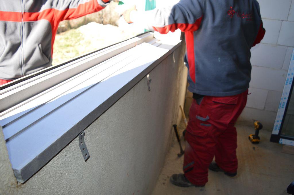 Przygotowanie ciepłego parapetu do załozenia okna