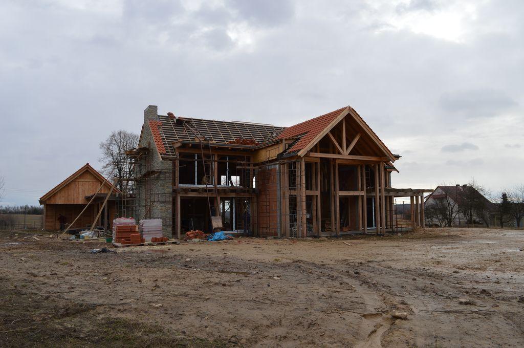 Budynek mieszkalny z elementami drewnianej konstrukcji szkieletowej