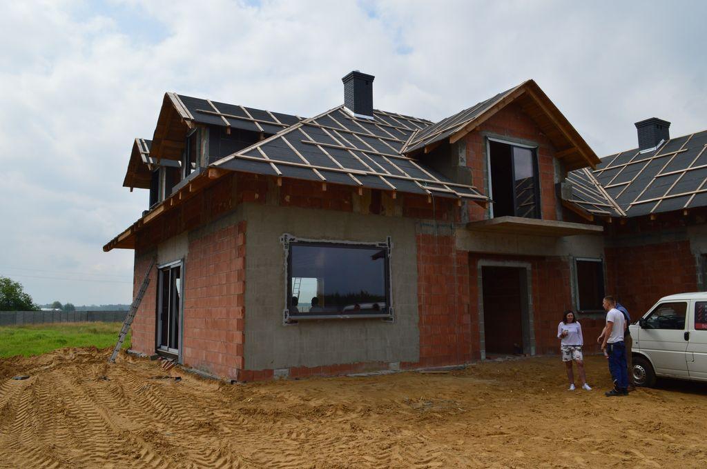 Dom jednorodzinny wznoszony z pustaków ceramicznych elewacja północna