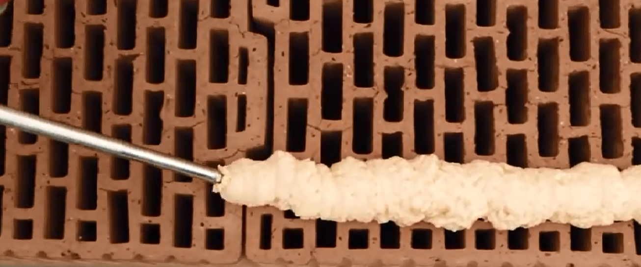 Błąd montażu aplikacja pianki pu na otwarte komory pustaka ceramicznego