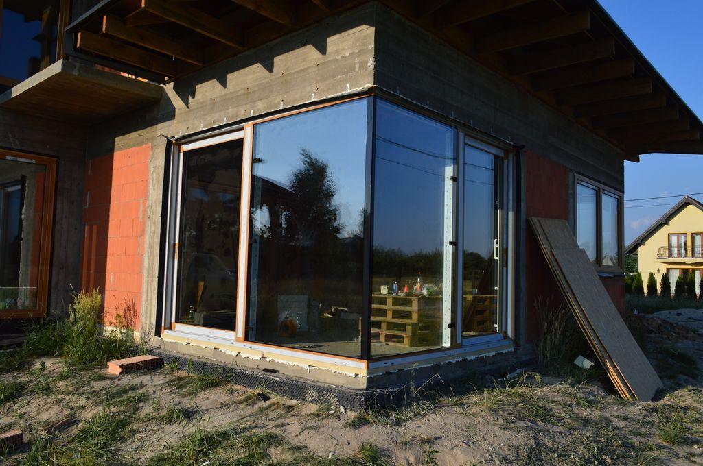 Aluminiowe, narożne drzwi balkonowe HST z glass cornerem