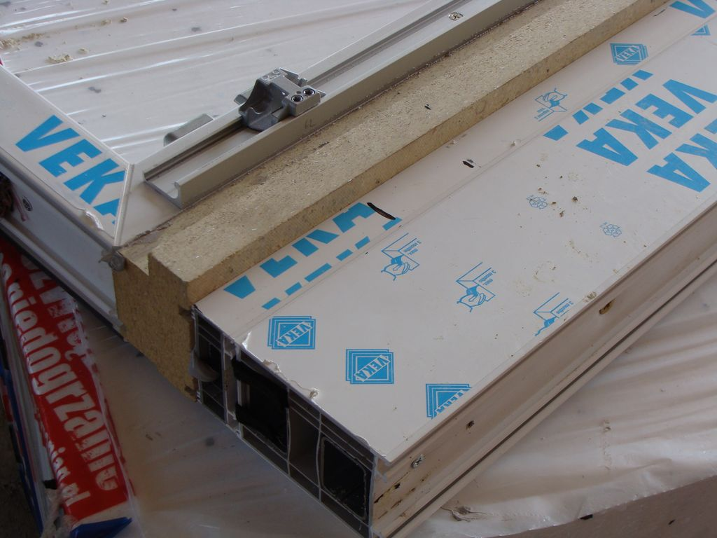 Podwalina progu drzwi balkonowych PSK – kombinacja kształtek z purenitu i systemowych poszerzeń z PVC-U