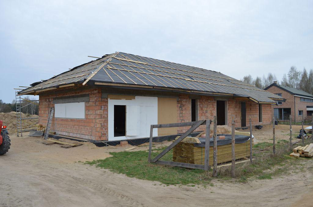 Budynek jednorodzinny ze ścianami konstrukcyjnymi wznoszonymi z pustaków ceramicznych