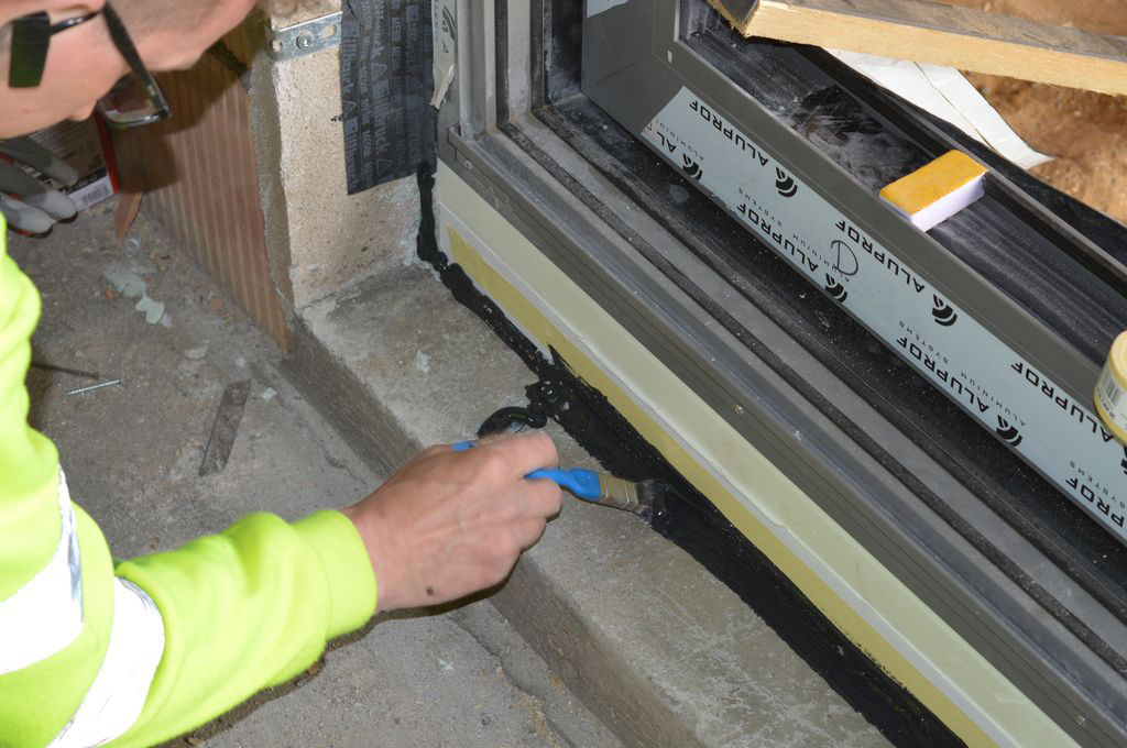 Uszczelnienie styku elementów konstrukcji przy użyciu powłoki izolacyjnej SP 925