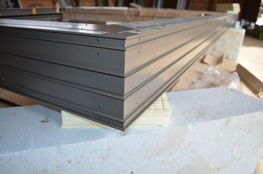 Konstrukcja dolnej płaszczyzny progu aluminiowych drzwi balkonowych HST