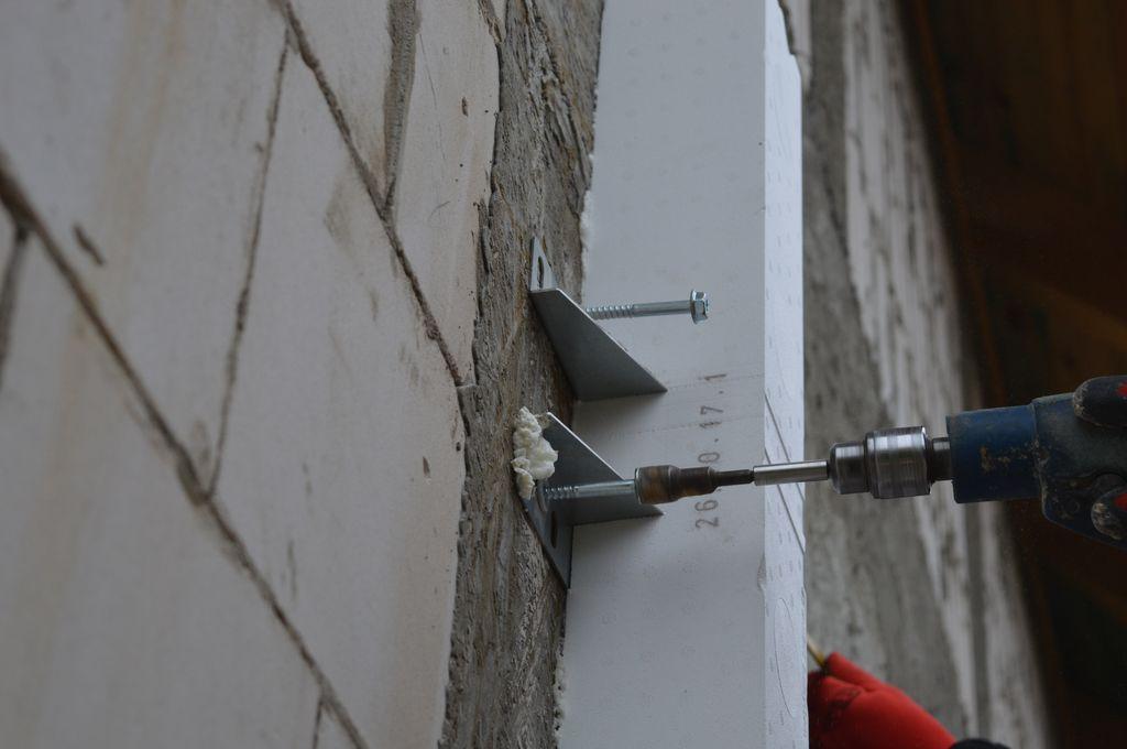 4.Sposób mocowania do muru konstrukcyjnego belki systemu CBM z mocowaniem zewnętrznym