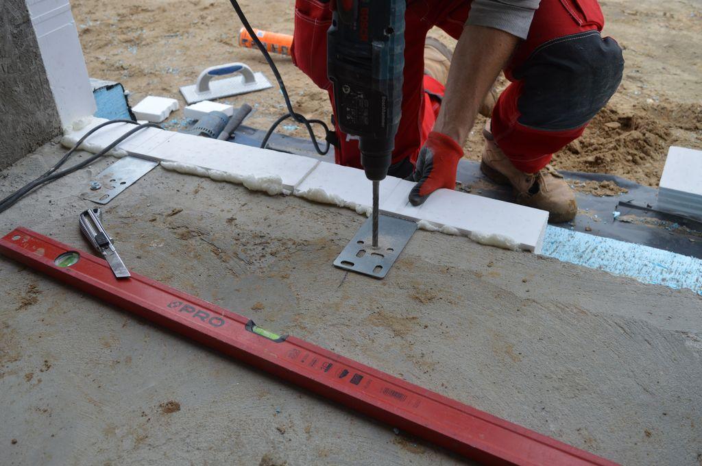 5.Sposób mocowania do płyty fundamentowej belki systemu CBM z mocowaniem wewnętrznym