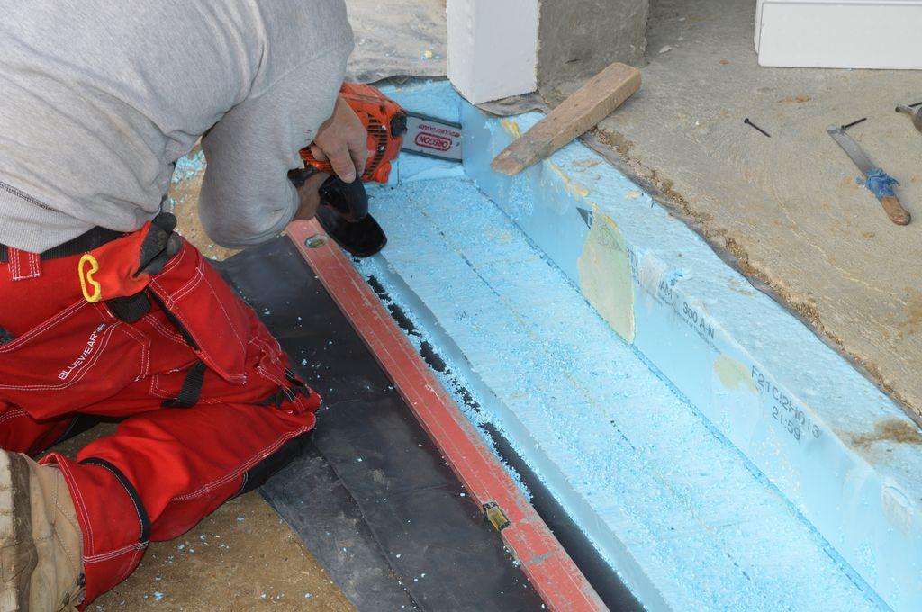 6.Usuwanie warstwy ocieplenia płyty fundamentowej przed montażem belek systemu CBM