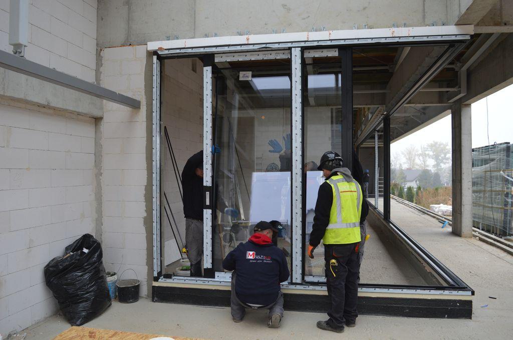 Ciepła Belka Montażowa, jako element mocowania drzwi balkonowych HST z glass cornerem