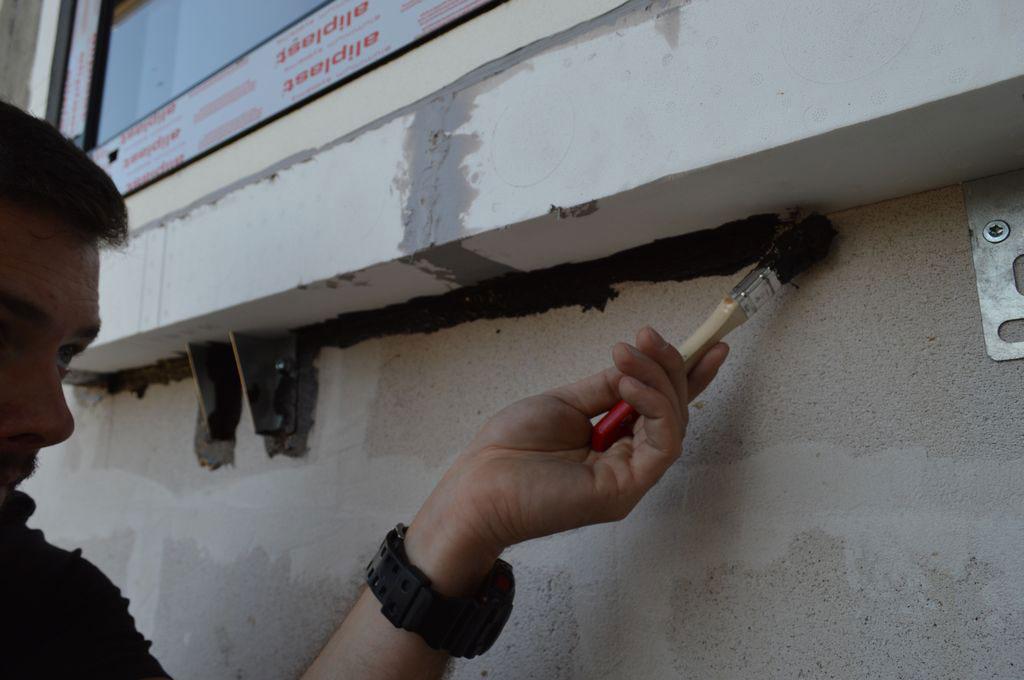 Doszczelnianie styku belek systemowych z murem konstrukcyjnym